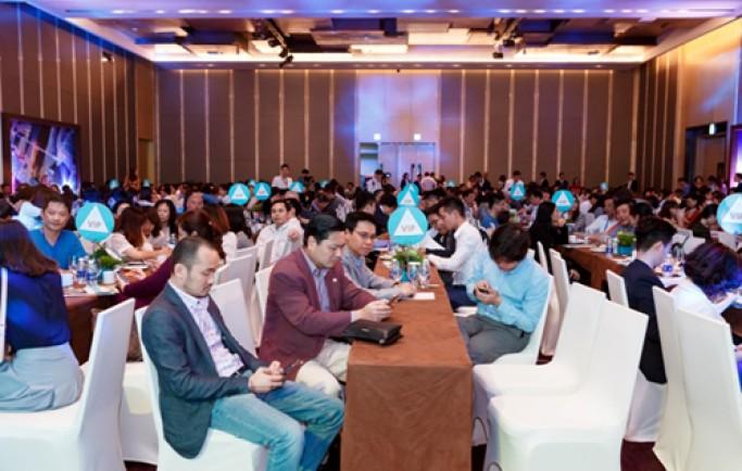 Hàng trăm khách dự lễ mở bán căn hộ Panorama Nha Trang