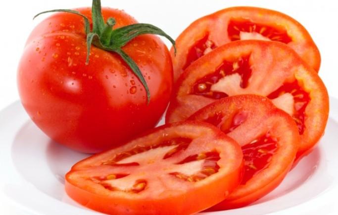 Hướng dẫn chi tiết cách làm mặt nạ trắng da rạng rỡ từ cà chua