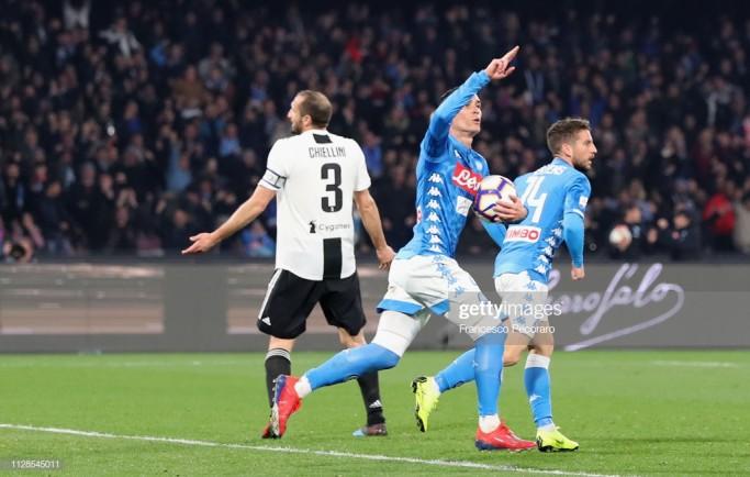 Juventus may mắn đánh bại Napoli