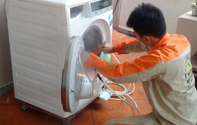 Tập Đoàn Việt nhận sửa máy giặt Electrolux không xả nước uy tín